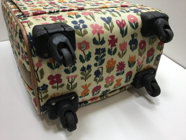 Alexander Girard(アレキサンダージラルド)のスーツケースのキャスター交換が完了しました(愛知県名古屋市H様) before
