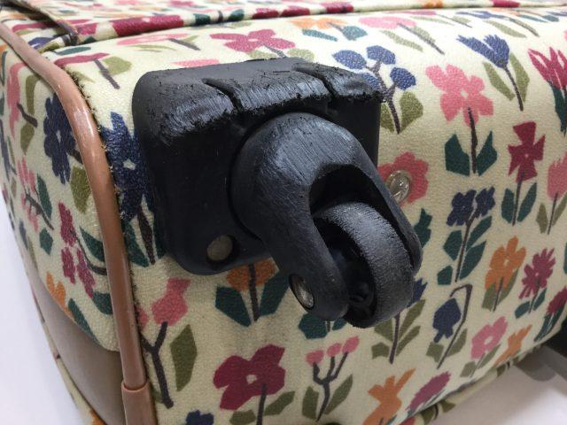Alexander Girard(アレキサンダージラルド)のスーツケースのキャスター交換が完了しました(愛知県名古屋市H様)before02
