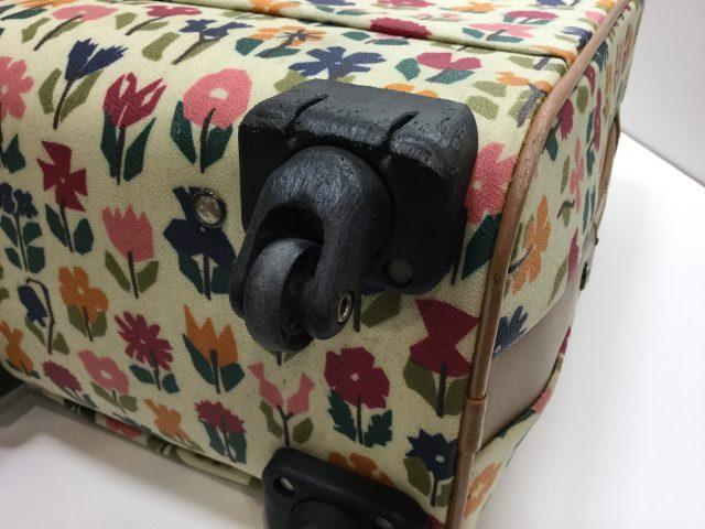 Alexander Girard(アレキサンダージラルド)のスーツケースのキャスター交換が完了しました(愛知県名古屋市H様)before03