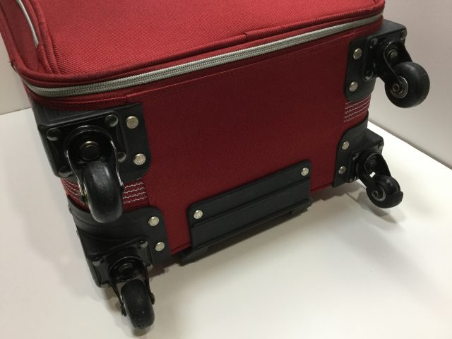 ACTUS(アクタス)のスーツケースのキャスター交換が完了しました(愛知県名古屋市H様) before