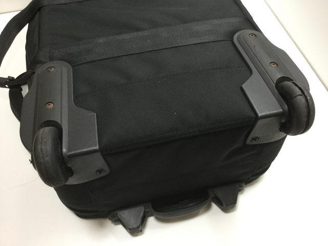 BRIEFING(ブリーフィング)のスーツケースのキャスター交換が完了しました(愛知県名古屋市M様) before