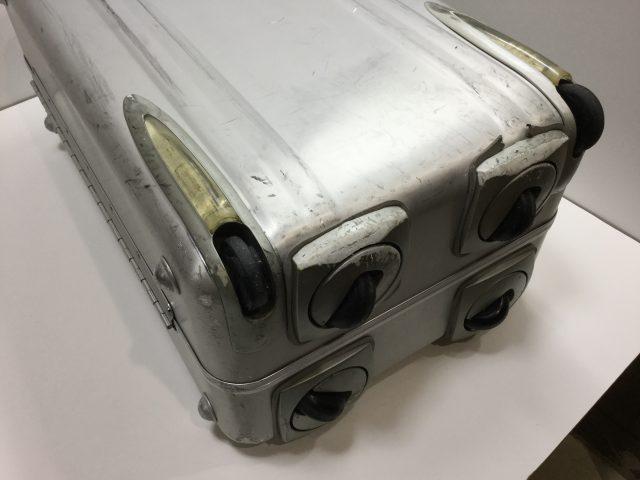 ZERO HALLIBURTON(ゼロハリバートン)のスーツケースのキャスター交換が完了しました(愛知県春日井市I様) before