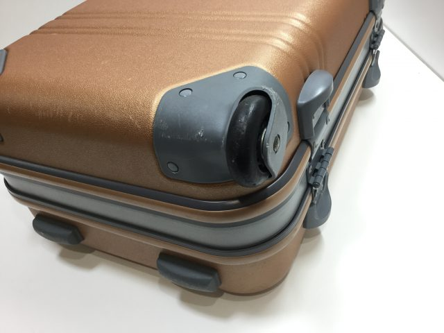 ACTUS(アクタス)のスーツケースのキャスター交換が完了しました(愛知県名古屋市Y様)before02